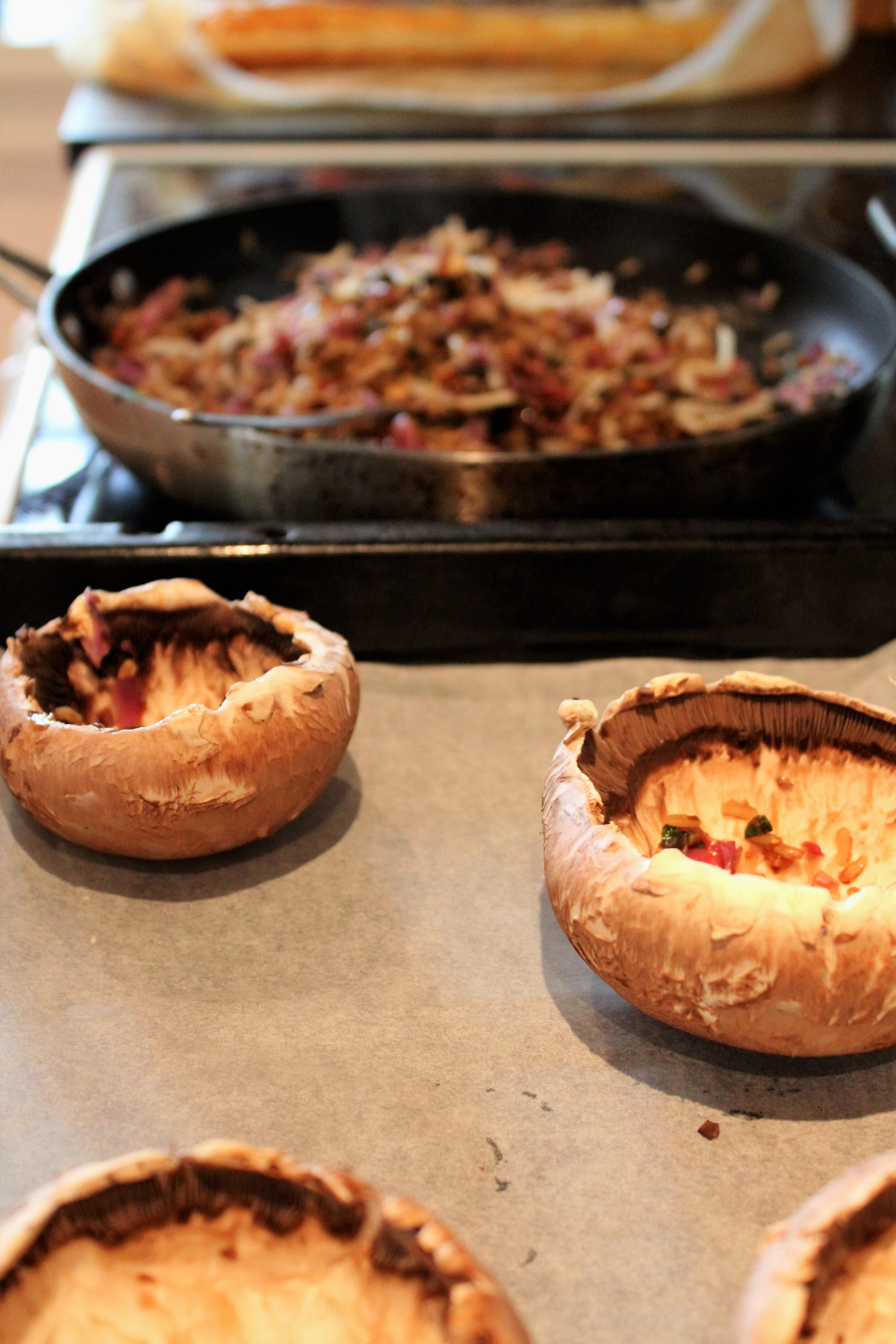 fyldte portobello svampe med gedeost